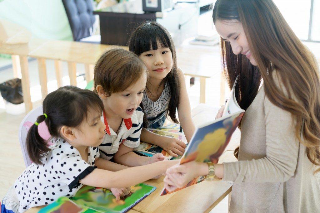 Preschool teacher storytelling